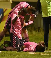TUNJA - COLOMBIA -28-10-2016: Los jugadores de Boyaca Chico FC, celebran el gol anotado a Atletico Huila, durante partido Boyaca Chico FC y Atletico Huila, de la fecha 18 de la Liga Aguila II-2016, jugado en el estadio La Independencia de la ciudad de Tunja. / The players Boyaca Chico FC,  celebrate a goal scored to Atletico Huila, during a match Boyaca Chico FC and Atletico Huila, for the date 18 of the Liga Aguila II-2016 at the La Independencia  stadium in Tunja city, Photo: VizzorImage  / Cesar Melgarejo / Cont.