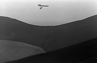 Pix:Michael Steele/SWpix...Hang Gliding, Hampshire, 1989...COPYRIGHT PICTURE>>SIMON WILKINSON..Hang Gliding, Hampshire.