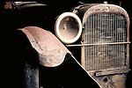 OLD RUSTED ANTIQUE CAR
