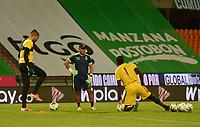 MEDELLIN - COLOMBIA, 30-09-2020: Juagadores del Tolima calientan previo al partido entre Atlético Nacional y Deportes Tolima por la fecha 9 de la Liga BetPlay DIMAYOR I 2020 jugado en el estadio Atanasio Girardot de la ciudad de Medellín. / Players of Tolima warm up prior a match for the date 9 as part of BetPlay DIMAYOR League I 2020 between Atletico Nacional and Deportes Tolima played at Atanasio Girardot stadium in Medellín city. Photo: VizzorImage / Luis Benavides / Cont