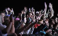1050 Jahre Eilenburg. Stadtfest. Konzert auf der PSR-Buehne. Die Berliner Band Culcha Candela startet senkrecht! Das Eilenburger Publikum geht mit. im Bild: Haende hoch wenn Du Candela bist.   Foto: Alexander Bley