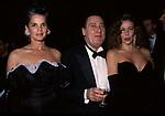ALBERTO SORDI CON ALI MACGRAW E ANA OBREGON<br /> PREMIO THE BEST PARIGI 1988
