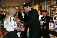 Dr. Wladimir Klitschko kauft Lose