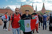 MOSCU - RUSIA, 13-06-2018: Hinchas de Mexico animan a su equipo por las calles de Moscú previo al inicio de la Copa Mundo FIFA 2018 Rusia. / Fans of Mexico cheer for their team prior the beginning of the 2018 FIFA World Cup Russia. Photo: VizzorImage / Julian Medina / Cont