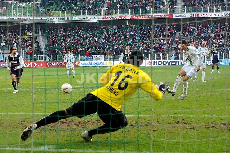 fc groningen - az eredivisie seizoen 2007-2008 17-02-2008 berg scoort 2-1 uit strafschop.fotograaf Jan Kanning *** Local Caption ***