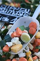 Europe/Autriche/Niederösterreich/Vienne: Marché Naschmarkt - Légumes coupés pour la soupe