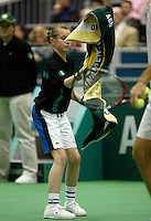 20-2-06, Netherlands, tennis, Rotterdam, ABNAMROWTT, ballgirl throwing a towel