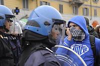- Milano, protesta di giovani dei centri sociali di sinistra contro lo sgombero di una casa ocupata abusivamente<br /> <br /> - Milan, young people of leftist social centers protest against the evacuation of a squatted house
