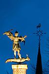 Europa, DEU, Deutschland, Nordrhein Westfalen, NRW, Rheinland, Niederrhein, Kevelaer, Skulptur, Figur, Erzengel Michael auf der Kerzenkapelle, Die Kerzenkapelle, die aelteste Wallfahrtskirche der Stadt Kevelaer, die zwischen 1643 und 1645 errichtet wurde. Schutzpatron der Kirche ist der Erzengel Michael. Im Christentum gilt Michael insbesondere als Bezwinger des Teufels in Gestalt des Drachen., Kategorien und Themen, Tourismus, Touristik, Touristisch, Urlaub, Reisen, Reisen, Ferien, Urlaubsreise, Freizeit, Symbole, Symbolik, Symbolsprache, Symbolfoto, Symbolfotografie, Symbolbild, Zeichen, Symbolzeichen....[Fuer die Nutzung gelten die jeweils gueltigen Allgemeinen Liefer-und Geschaeftsbedingungen. Nutzung nur gegen Verwendungsmeldung und Nachweis. Download der AGB unter http://www.image-box.com oder werden auf Anfrage zugesendet. Freigabe ist vorher erforderlich. Jede Nutzung des Fotos ist honorarpflichtig gemaess derzeit gueltiger MFM Liste - Kontakt, Uwe Schmid-Fotografie, Duisburg, Tel. (+49).2065.677997, ..archiv@image-box.com, www.image-box.com]