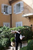 Europe/France/Provence-Alpes-Côte d'Azur/06/Alpes-Maritimes/Grasse:  La Bastide Saint-Antoine de Jacques Chibois, ,  Hôtel-Restaurant - Bastide du XVIII°  - Service des petits-déjeuner