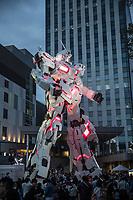 giant statue of Gundam robot over Tokyo bay. statua gigante di Gundam (20 m)