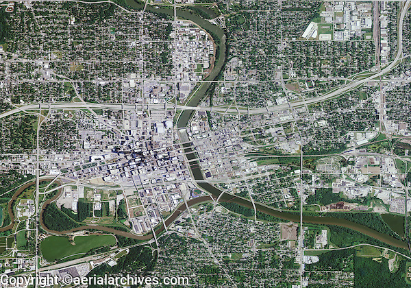 aerial photo map of Des Moines, Iowa, 2011.  For more recent aerial photo maps of Des Moines, please contact Aerial Archives.