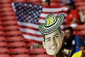 Un hincha con un recorte de James Rodriguez en el partido entre Colombia y Estados Unidos en la Copa América Centenario USA 2016 en el Levi's Stadium en Santa Clara, California, el 3 de junio de 2016.<br /> Foto: Archivolatino<br /> <br /> COPYRIGHT: Archivolatino/Alejandro Sanchez<br /> Prohibida su venta y su uso comercial.