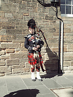 Schottland, aeussere Hebriden, Isle of Barra, Dudelsackspieler, Europa, reise Travel, laif_creative<br /> <br /> Engl.: Europe, Great Britain, Scotland, Outer Hebrides, Isle of Barra, bagpiper, man, bagpipe, uniform, May 2011
