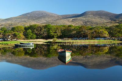 Ireland, County Kerry, near Killarney, Killarney National Park: Rowing boats on Upper Lake with Macgillycuddy's Reeks | Irland, County Kerry, bei Killarney, Killarney National Park, Upper Lake vor dem Gebirgsmassiv Macgillycuddy's Reeks