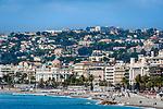 Frankreich, Provence-Alpes-Côte d'Azur, Nizza: Strand an der Promenade des Anglais, Hotel Le Negresco  | France, Provence-Alpes-Côte d'Azur, Nice: beach at Promenade des Anglais, Hotel Le Negresco