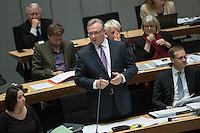 79. Plenarsitzung des Berliner Abgeordnetenhaus der laufenden Legislaturperiode am Donnerstag den 14. April 2016.<br /> Im Bild vlnr.: 2. Buergermeisterin und Senatorin fuer Arbeit, Integration und Frauen, Dilek Kolat (SPD).<br /> 2. Buergermeister und Senator fuer Inneres und Sport, Frank Henkel (CDU).<br /> Regierender Buergermeister, Michael Mueller (SPD).<br /> 14.4.2016, Berlin<br /> Copyright: Christian-Ditsch.de<br /> [Inhaltsveraendernde Manipulation des Fotos nur nach ausdruecklicher Genehmigung des Fotografen. Vereinbarungen ueber Abtretung von Persoenlichkeitsrechten/Model Release der abgebildeten Person/Personen liegen nicht vor. NO MODEL RELEASE! Nur fuer Redaktionelle Zwecke. Don't publish without copyright Christian-Ditsch.de, Veroeffentlichung nur mit Fotografennennung, sowie gegen Honorar, MwSt. und Beleg. Konto: I N G - D i B a, IBAN DE58500105175400192269, BIC INGDDEFFXXX, Kontakt: post@christian-ditsch.de<br /> Bei der Bearbeitung der Dateiinformationen darf die Urheberkennzeichnung in den EXIF- und  IPTC-Daten nicht entfernt werden, diese sind in digitalen Medien nach §95c UrhG rechtlich geschuetzt. Der Urhebervermerk wird gemaess §13 UrhG verlangt.]