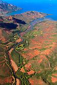 """Lieu dit """"La Forestière"""" le long de la rivière des Pirogues à Plum, commune du Mont-Dore, Nouvelle-Calédonie. Pic Ngo (249m) entre la baie des Pirogues et la baie Ngo"""