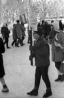 Manifestation contre le Bill 25, en février 1967 (entre le 23 et le 19), a Québec.<br /> <br /> PHOTO : Agence Québec Presse -