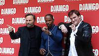 """Il regista statunitense Quentin Tarantino, a destra, posa con l'attore italiano Franco Nero, a sinistra, e lo statunitense Jamie Foxx, durante un photocall per la presentazione del suo nuovo film """"Django Unchained"""" a Roma, 4 gennaio 2013..U.S. director Quentin Tarantino, right, poses with Italian actor Franco Nero, left, and U.S. actor Jamie Foxx, during a photocall for the presentation of his new movie """"Django Unchained"""" in Rome, 4 January 2013..UPDATE IMAGES PRESS/Isabella Bonotto"""