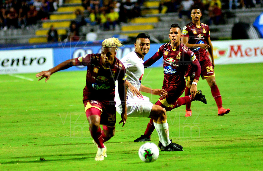IBAGUÉ- COLOMBIA,20-07-2019:Acción de juego entre los equipos  del Deportes Tolima y el América de Cali durante  partido por la fecha 2 de la Liga Águila II 2019 jugado en el estadio Manuel Murillo Toro de la ciudad de Ibagué. /Action game between teams  Deportes Tolima and America de Cali during the 2th match for  the Liga Aguila I I 2019 played at the Manuel Murillo Toro stadium in Ibague city. Photo: VizzorImage / Juan Carlos Escobar  / Contribuidor