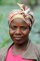 ANGOLA Malanje , Foerderung von Kleinbauern, Gemueseanbau, Frau im Feld mit Kohl / ANGOLA Malanje , support of small scale farmers , cultivation of vegetables like cabbage for additional income generation, woman in cabbage field