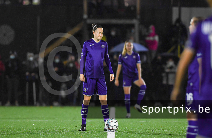 Anderlecht forward Elke Van Gorp (7) pictured during a female soccer game between Sporting Charleroi and RSC Anderlecht on the third matchday of the 2020 - 2021 season of Belgian Scooore Womens Super League , friday 2 nd of October 2020  in Marcinelle , Belgium . PHOTO SPORTPIX.BE | SPP | DAVID CATRY