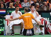 07-04-12, Netherlands, Amsterdam, Tennis, Daviscup, Netherlands-Rumania, Dubbels, Igor Sijsling en Jean-Julien Rojer(L) op de bank bij captain Jan Siemerink