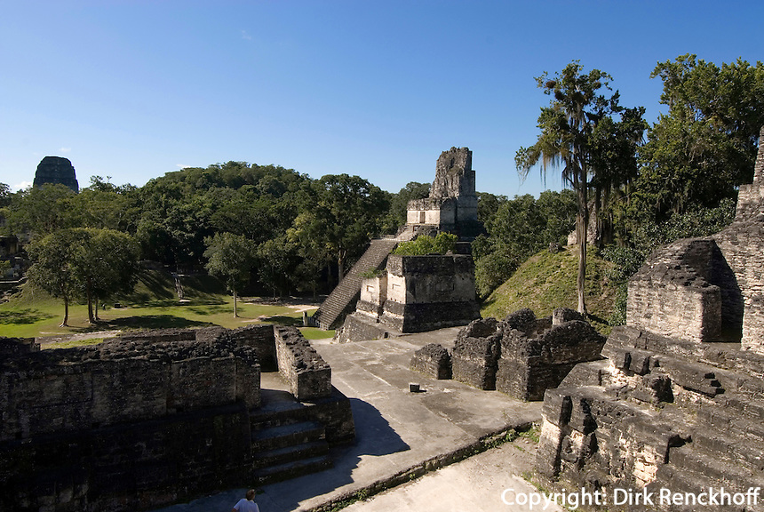 Tikal Nationalpark, Plaza Mayor mit Maya Tempel Nr. 2, Guatemala, Unesco-Weltkulturerbe