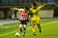 BARANQUILLA-COLOMBIA, 04-08-2019: Iranis Centeno de Atlético Junior y Lisol Castillo de Atlético Bucaramanga disputan el balón, durante partido entre Atlético Junior y Atlético Bucaramanga de la fecha 4 por la Liga Femenina Águila 2019  jugado en el estadio Metropolitano Roberto Meléndez de la ciudad de Barranquilla, / Iranis Centeno of Atlético Junior and Lisol Castillo of Independiente Santa Fe figth for the ball, during a match between Atletico Junior and Atletico Bucaramanga of the 4th date for the 2019 Women's Aguila League played at the Metropolitanao Roberto Melendez in Barranquilla city. / Photo: VizzorImage / Alfonso Cervantes / Cont.