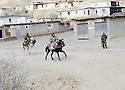 Irak 2000.Les contrebandiers kurdes iraniens traversant Haj Omran.Iraq 2000.Smugglers on their way to Iran