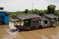 Mekong River<br /> , Cambodia - 2007 File Photo -<br /> <br /> fishing village   on boat.   <br /> <br /> <br /> <br /> <br /> photo : James Wong-  Images Distribution