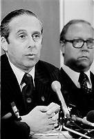 le ministre Victor Goldbloom en conference de presse, le 31 juillet 1976, suite aux jeux olympiques.