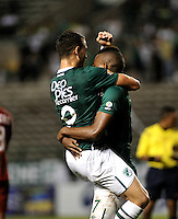 CALI - COLOMBIA -28-05-2016: Los jugadores de Deportivo Cali celebran el gol anotado a Rionegro Aguilas, durante partido entre Deportivo Cali y Rionegro Aguilas, por la fecha 20 de la Liga Aguila I-2016, jugado en el estadio Deportivo Cali (Palmaseca)  de la ciudad de Cali.  /  The players of Deportivo Cali celebrate a scored goal to Rionegro Aguilas, during a match between Deportivo Cali y Rionegro Aguilas, for the date 20 of the Liga Aguila I-2016 at the Deportivo Cali (Palmaseca) stadium in Cali city. Photo: VizzorImage  / Luis Ramirez / Staff.