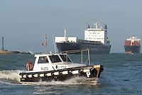 - merchant ship enter in Livorno harbour....- navi mercantili entrano nel porto di Livorno