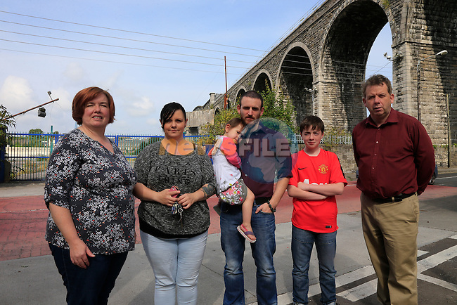 Karen Kierans Karen Smith, Sidhbh Paul and Fionn Kierans and Michael O'Dowd Residents complaining about the noise during the night from the work being carried out on the Viaduct.<br /> Picture: www.newsfile.ie