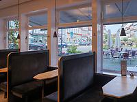 Bauhaus im Kaffeehaus Kiess & Krause, Großer Plan 16, Celle, Niedersachsen, Deutschland, Europa<br /> Bauhouse style in Coffee house Kiess &Krause, Celle, Lower Saxony, Germany, Europe