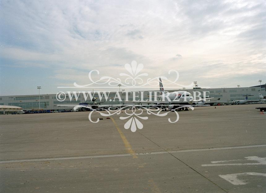 Februari 2000. Luchthaven Zaventem.