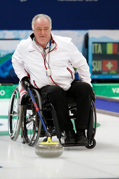Jim Armstrong, Vancouver 2010 - Wheelchair Curling // Curling en fauteuil roulant.<br /> Team Canada competes in Wheelchair Curling // Équipe Canada participe en curling en fauteuil roulant. 14/03/2010.