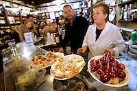 Spuntini alle Cantine del Vino Gia' Schiavi a Venezia.<br /> Snacks at the Cantine del Vino gia' Schiavi in Venice.<br /> UPDATE IMAGES PRESS/Riccardo De Luca