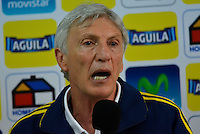 BARRANQUIILLA -COLOMBIA-10-10-2013. José Pekerman técnico de la Selección Colombia habla durante conferencia de prensa en el estadio Metropolitano Roberto Melendez, octubre 10 de 2013. Colombia prepara los próximos partido contra Chile y Paraguay para la calificificación a la Copa Mundo FIFA 2014 Brasil. (Fotos: VizzorImage / Antonio Cervantes / Str) Jose Pekerman, coach fram Colombia Team speaks during a press conference in the Metropolitano Roberto Melendez Stadium in Barranquillia, October 10, 2013.  Colombia team prepares the next games against Chile and Paraguay for the qualifier to 2014 FIFA World Cup Brazil. (Photos: VizzorImage /Alfonso Cervantes /Str)