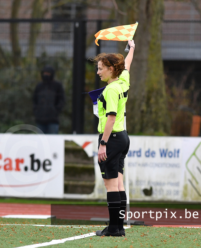 assistant referee Joline Delcroix pictured during a female soccer game between Club Brugge Dames YLA and Oud Heverlee Leuven on the 8 th matchday of the 2020 - 2021 season of Belgian Scooore Womens Super League , saturday 21 th November 2020  in Knokke , Belgium . PHOTO SPORTPIX.BE | SPP | DAVID CATRY