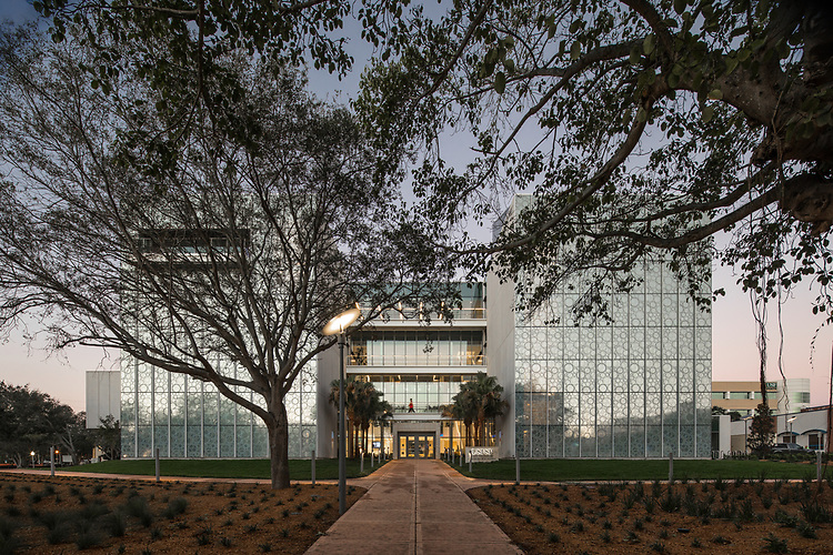 USFSP Kate Tiedemann College of Business Pippenger Hall   ikon.5 Architects