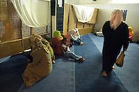 La Moschea di Al Huda si trova nel quartiere di Centocelle di Roma..Nella Moschea si svolgono le cinque preghiere quotidiane e quella del venerdì, alle quali partecipano musulmani di diverse nazionalità. Si tengono corsi di arabo per bambini..Al Huda Mosque is located in the district of Centocelle, in Rome.In the mosque are the five daily prayers and Friday, to be attended by Muslims from different nationalities. You take courses in Arabic to children....