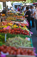 Europe/France/Provence-Alpes-Côte d'Azur/13/Bouches-du-Rhône/Arles: Etals du marché