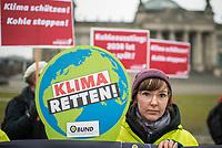 Mitglieder der Umweltorganisation BUND und von campact protestierten am Freitag den 6. Maerz 2020 vor dem Reichstagsgebaeude anlaesslich der Diskussion zum Kohlegesetz im Deutschen Bundestag.<br /> Sie forderten einen Stopp des Kohlekraftwerk Datteln-4 in Nordrhein-Westfalen und einen schnelleren Ausstieg aus der Kohleverstromung als 2038.<br /> 6.3.2020, Berlin<br /> Copyright: Christian-Ditsch.de<br /> [NUR FUER REDAKTIONELLE ZWECKE! Werbung nur auf Anfrage beim Fotografen. Inhaltsveraendernde Manipulation des Fotos nur nach ausdruecklicher Genehmigung des Fotografen. Vereinbarungen ueber Abtretung von Persoenlichkeitsrechten/Model Release der abgebildeten Person/Personen liegen nicht vor. NO MODEL RELEASE! Don't publish without copyright Christian-Ditsch.de, Veroeffentlichung nur mit Fotografennennung, sowie gegen Honorar, MwSt. und Beleg. Konto: I N G - D i B a, IBAN DE58500105175400192269, BIC INGDDEFFXXX, Kontakt: post@christian-ditsch.de<br /> Bei der Bearbeitung der Dateiinformationen darf die Urheberkennzeichnung in den EXIF- und  IPTC-Daten nicht entfernt werden, diese sind in digitalen Medien nach §95c UrhG rechtlich geschuetzt. Der Urhebervermerk wird gemaess §13 UrhG verlangt.]