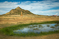 Europe, Espagne, Navarre, env de Carcastillo : Parc Naturel des Bardenas Reales, Le 18 septembre, El Paso :  Etang et Monument au berger // Europe, Spain, Navarre, near Carcastillo, El Paso :  Pond and Monument to the shepherd