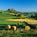 France, Auvergne (Massif Central), Departement Haute-Loire, Polignac: Chateau de Polignac | Frankreich, Auvergne (Massif Central), Departement Haute-Loire, Polignac: Chateau de Polignac