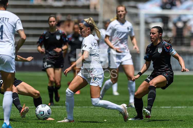 BRIDGEVIEW, IL - JUNE 5: Denise O'Sullivan #8 of the North Carolina Courage dribbles the ball during a game between North Carolina Courage and Chicago Red Stars at SeatGeek Stadium on June 5, 2021 in Bridgeview, Illinois.