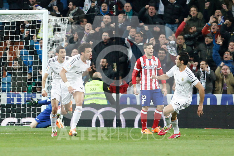 Real Madrid´s Pepe (C) celebrates a goal with his team mates during King´s Cup (Copa del Rey) semifinal match in Santiago Bernabeu stadium in Madrid, Spain. February 05, 2014. (ALTERPHOTOS/Victor Blanco)